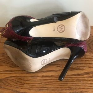 Michael Kors Shoes - Michael Kors Two tone Black and Red Shoes